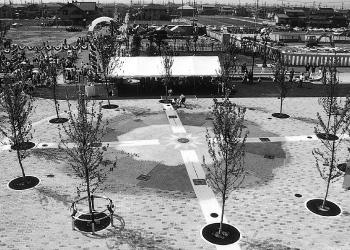 大型分譲団地「せのおニューシティ」のサンノゼスクエア(1993[平成5]年)