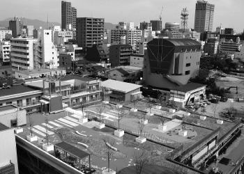 「おかやまインターパークス」の屋上庭園つき立体駐車場「里丘」(2007[平成19]年)