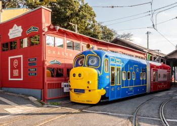 観光路面電車「おかでんチャギントン」運行開始(2019[平成31]年)