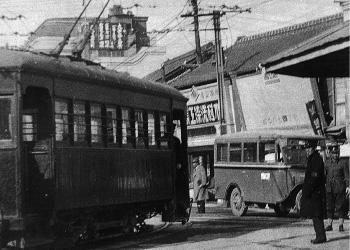 路面電車と岡山バス