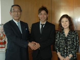 嬉しい訪問者 世界フィギュア銀メダルの高橋大輔選手
