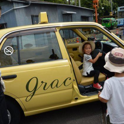 両備グレースタクシーが路面電車まつりに参加
