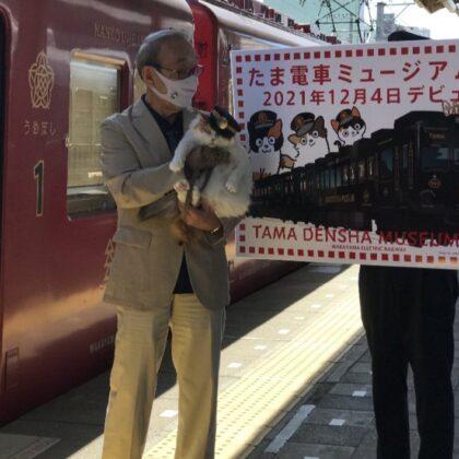 和歌山駅ホーム時計が「たま駅長」・猫仕様に変身!